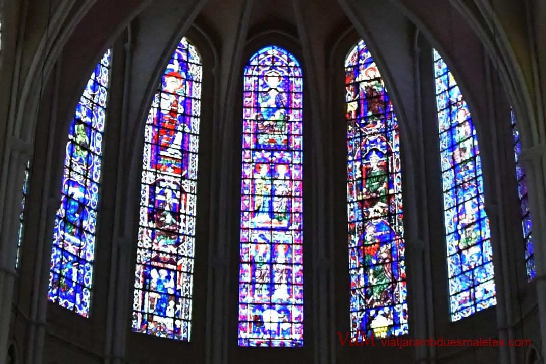 Vidrieres de l'absis superior de la Catedral de Chartres
