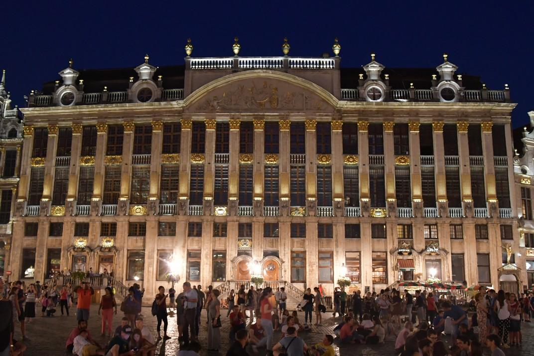 Visió nocturna de la Casa dels Ducs de Brabant de Brussel·les