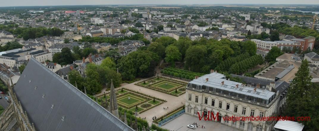 Vista des de la torre nord de la Catedral de Bourges