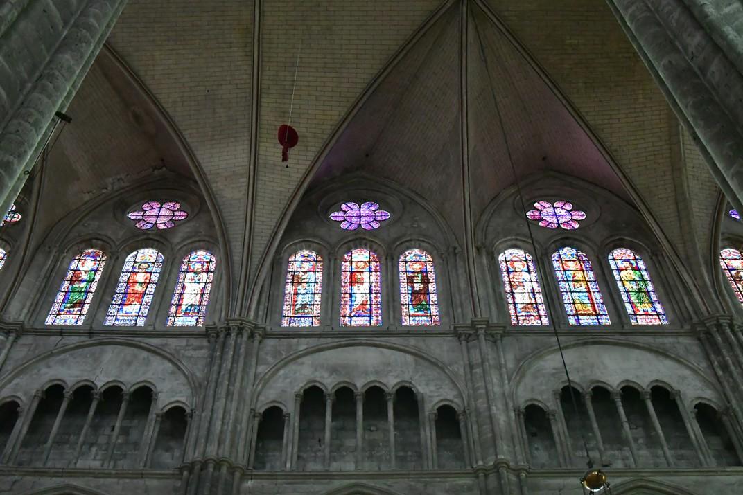 Vitralls de la nau central per sobre del trifori de la Catedral de Bourges