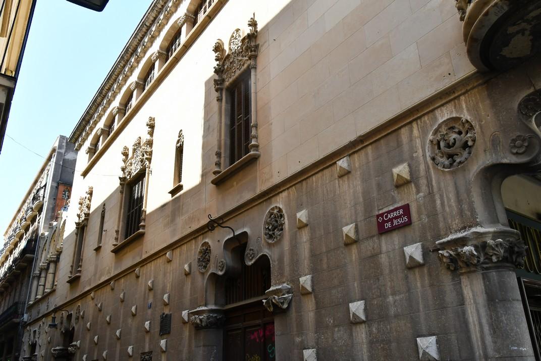 Façana lateral de la Casa Navàs de Reus