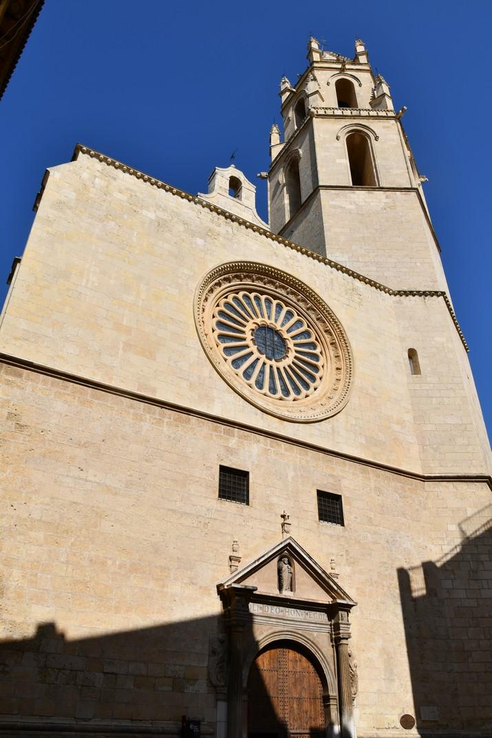 Façana principal de l'església Prioral de Sant Pere de Reus