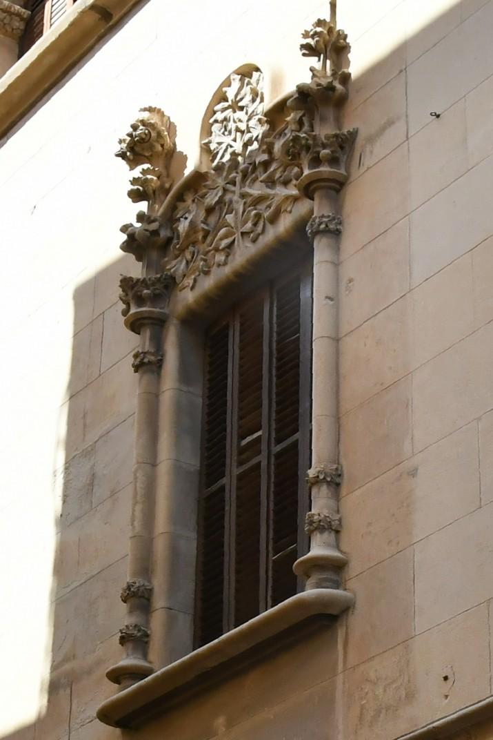 Finestra façana lateral Casa Navàs de Reus