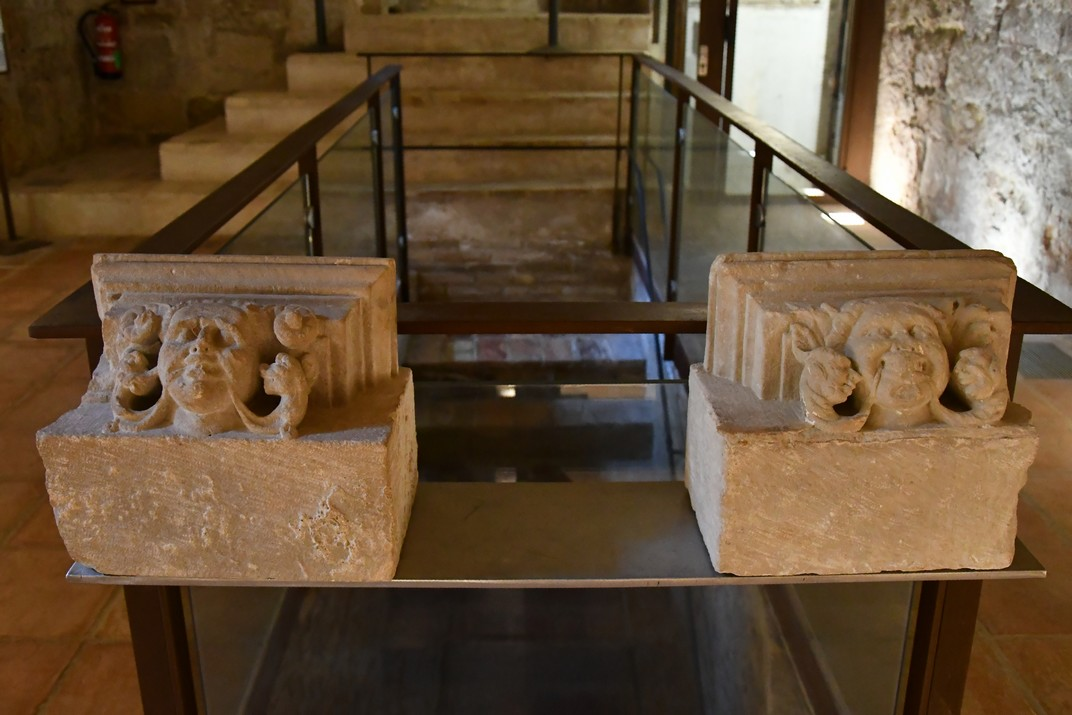Elements arquitectònics de l'exposició permanent de la Catedral de Tortosa