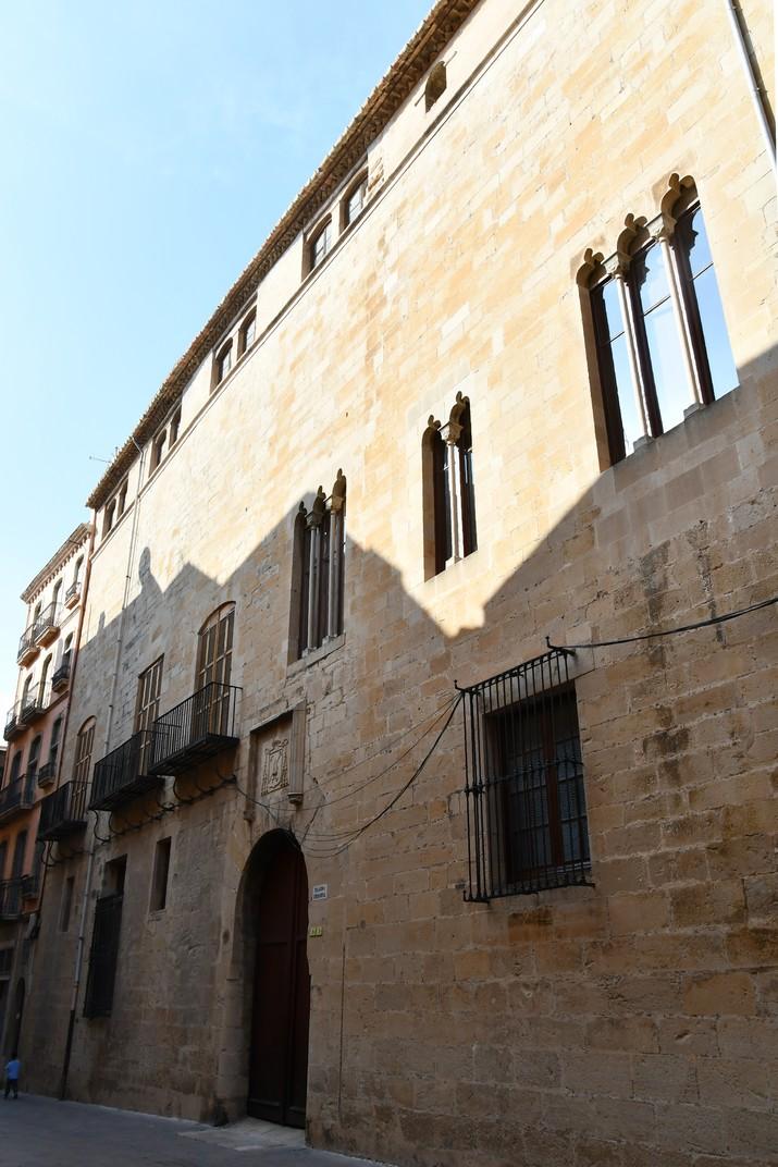 Façana principal del palau Episcopal de Tortosa