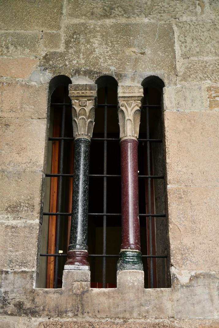 Finestra trífora del claustre de la Catedral de Santa Maria de Tortosa