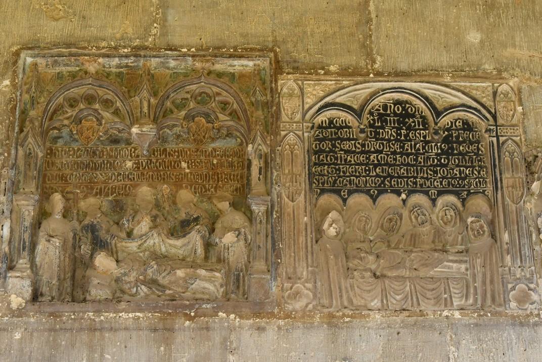 Làpides funeràries del claustre de la Catedral de Santa Maria de Tortosa