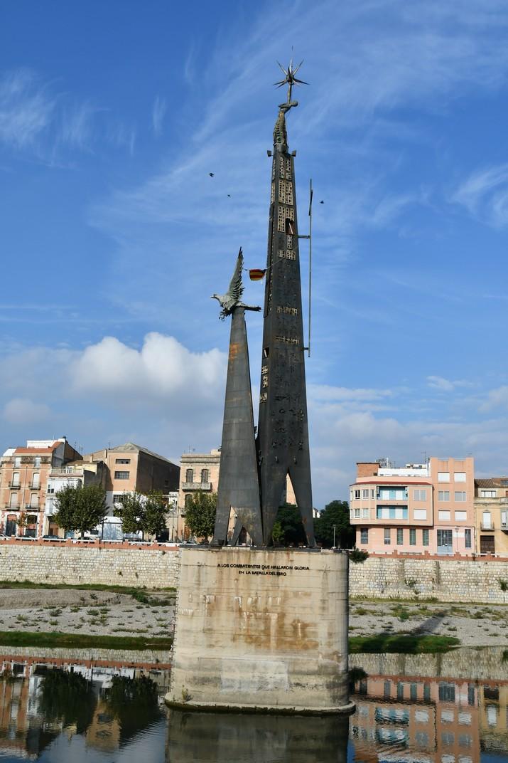 Monument a la Batalla de l'Ebre de Tortosa
