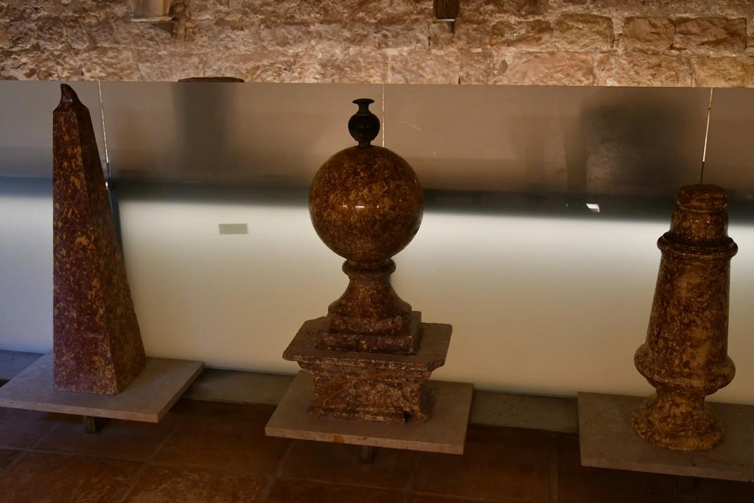 Peces decoratives de l'exposició permanent de la Catedral de Tortosa