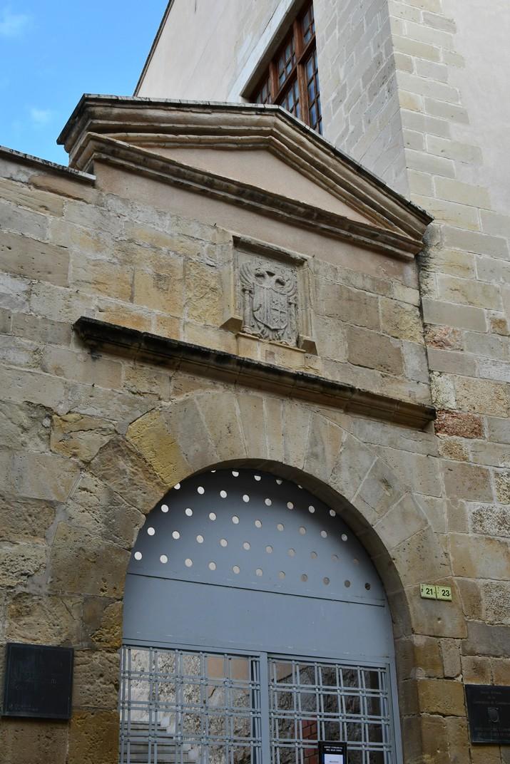 Portada del Col·legi de Sant Jaume i Sant Maties de Tortosa