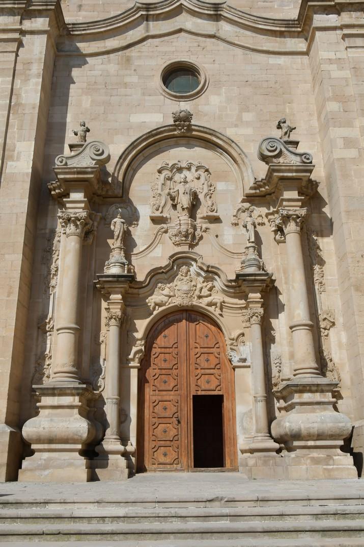 Pòrtic de l'església de Sant Antolí Màrtir d'Aitona