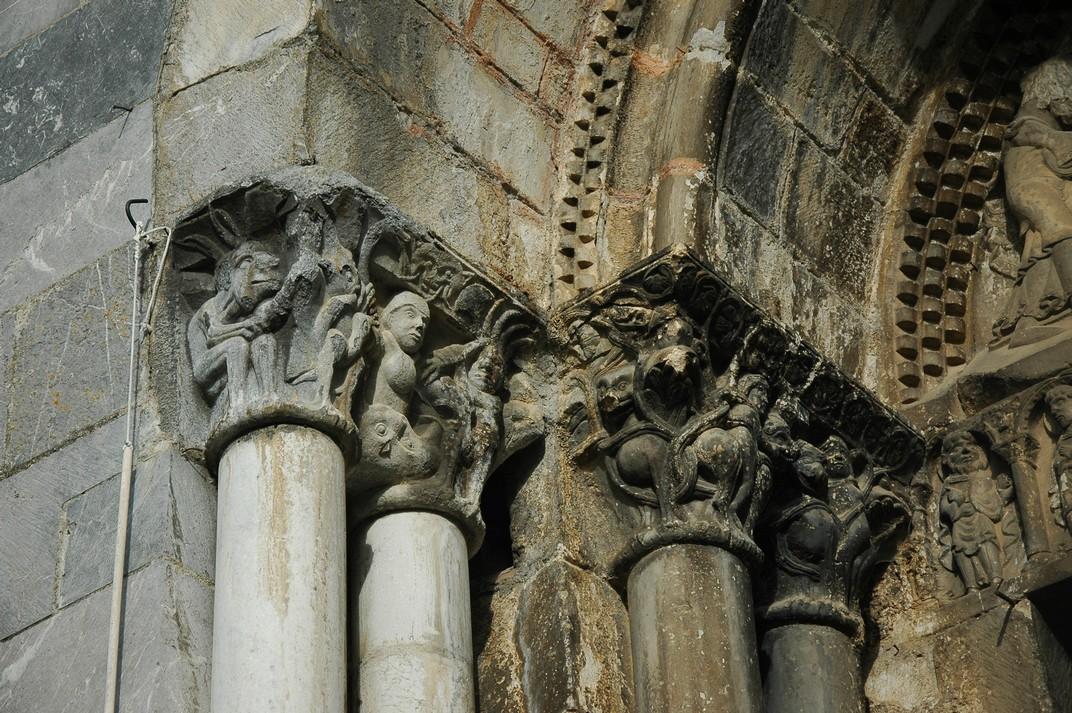 Capitells de l'esquerra de la portalada de la Catedral de Santa Maria de Saint-Bertrand-de-Comminges