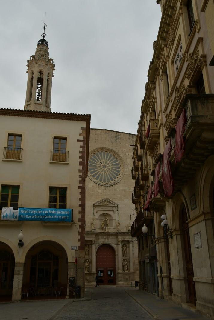 Façana principal de l'església de Sant Joan Baptista de Valls