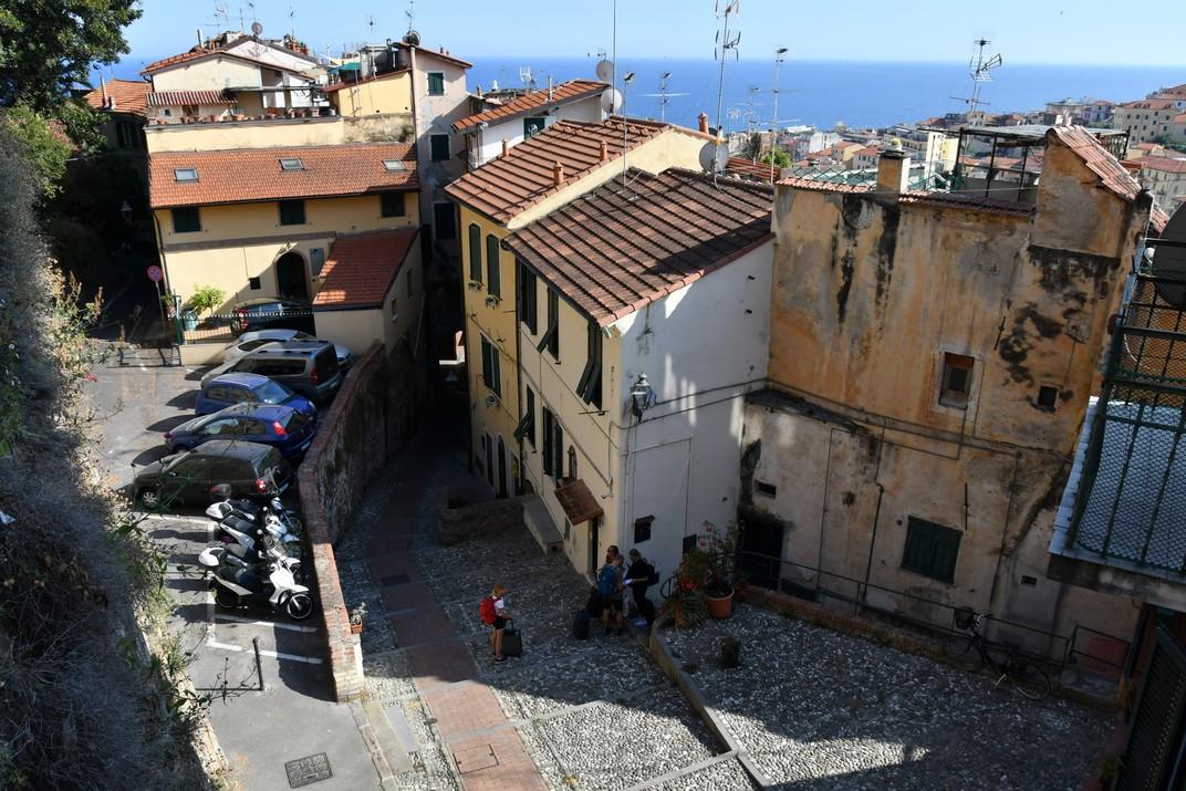 Accés a la part alta de la Pigna de Sanremo