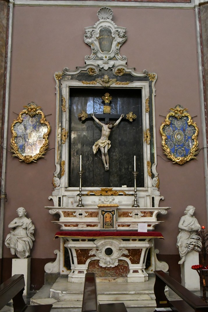 Altar del Crucifix del Santuari de Nostra Senyora de la Costa de Sanremo