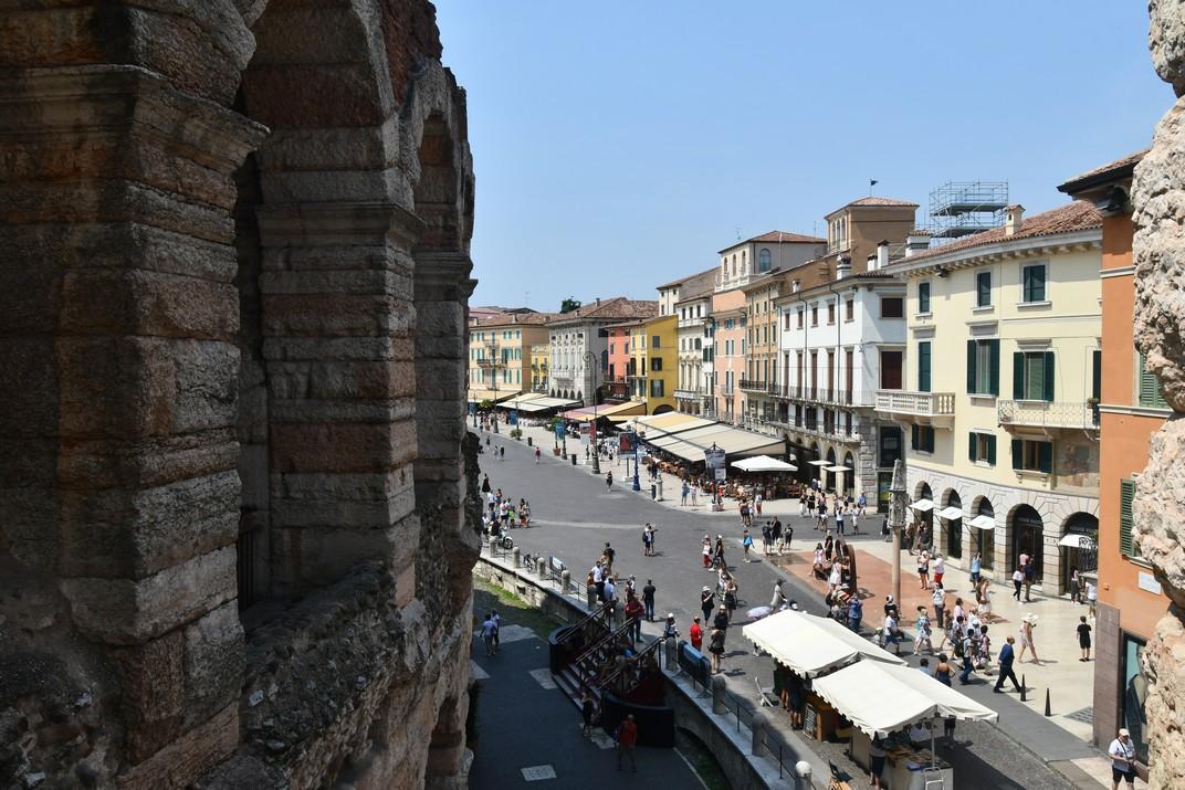 Amfiteatre integrat al centre històric de Verona