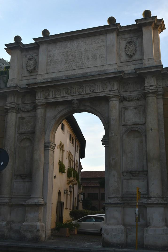 Arc Valaresso de la plaça del Duomo de Pàdua