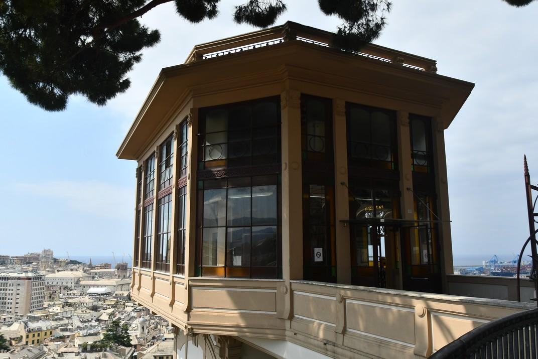 Ascensor de l'esplanada del Castelleto de Gènova