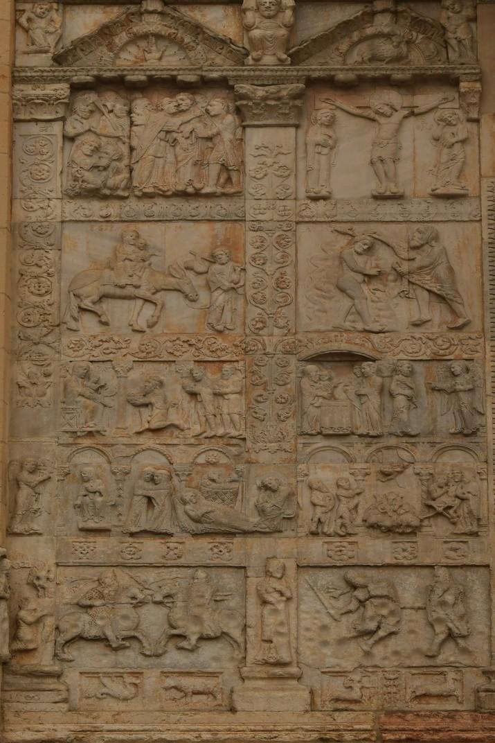 Baix relleu del miracles del bisbe de la Basílica de Sant Zenó de Verona