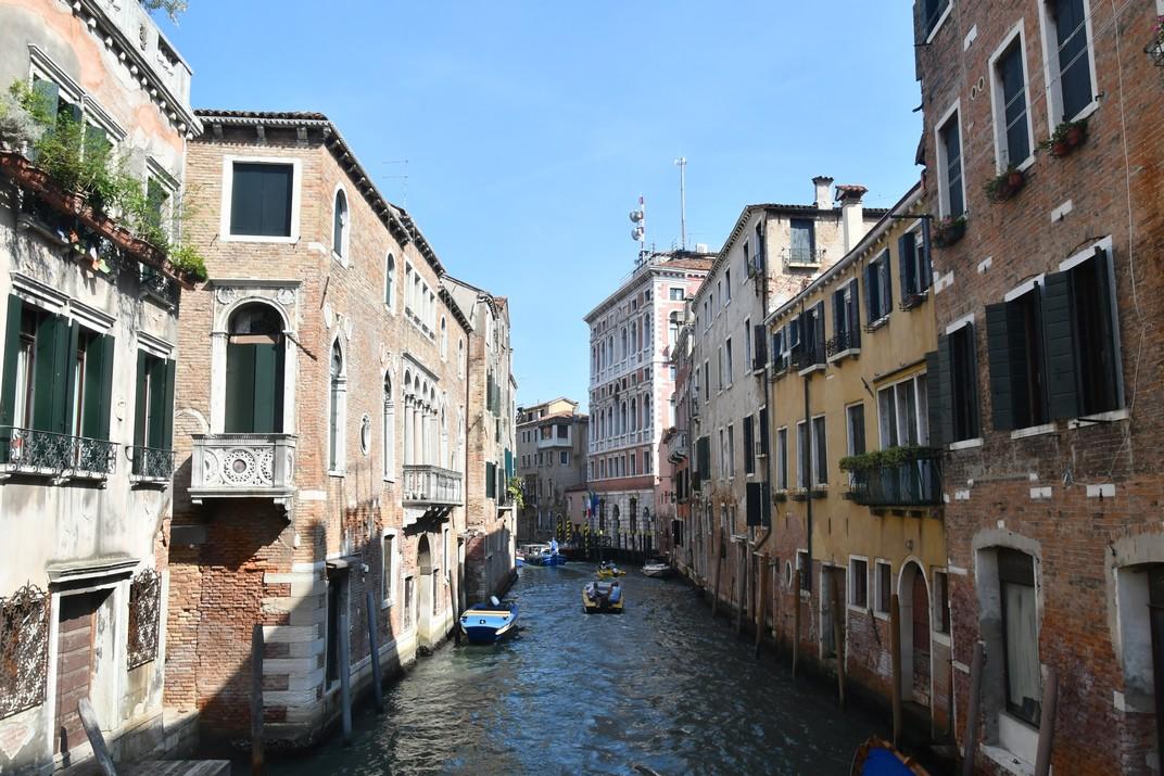 Canals i carrers del barri San Polo de Venècia
