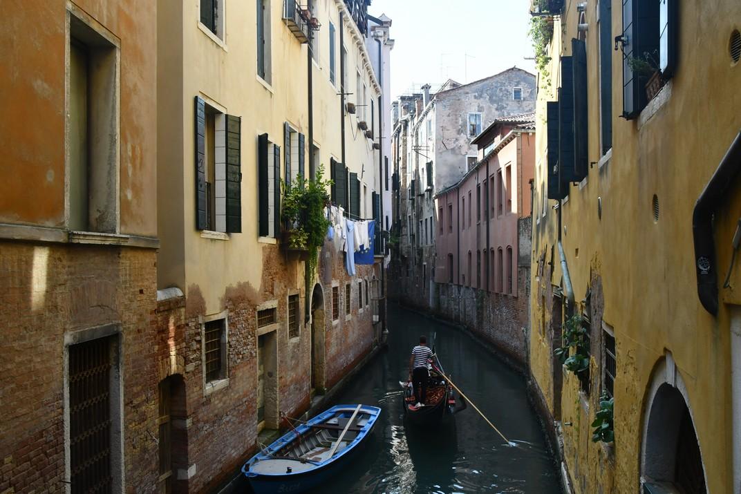 Canals i góndoles del barri San Polo de Venècia