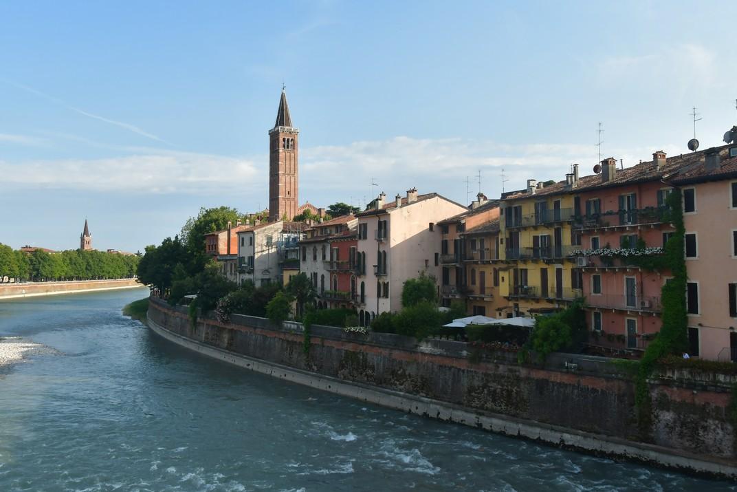 Centre històric des del pont de Pedra de Verona