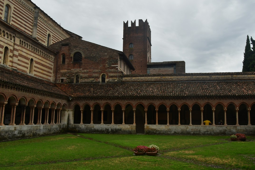 Claustre romànic de la Basílica de Sant Zenó de Verona