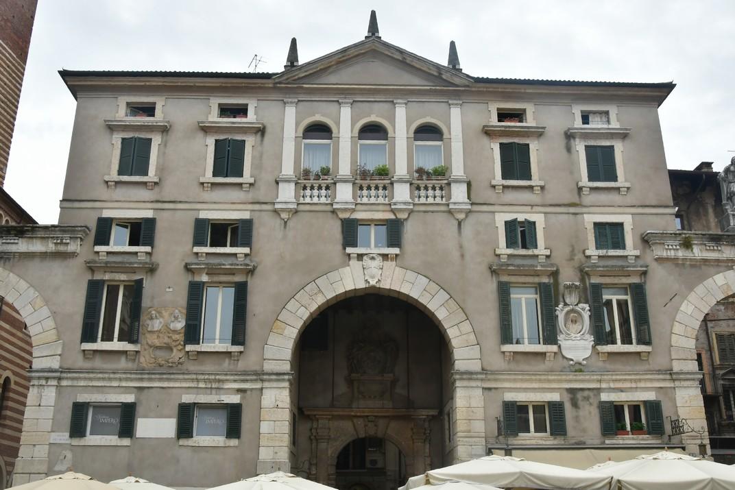 Domus Nova de la plaça dels Signori de Verona