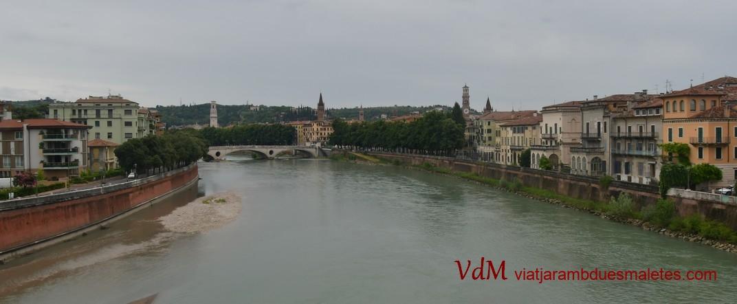 Dreta del riu Adige des del pont de Castelvecchio de Verona