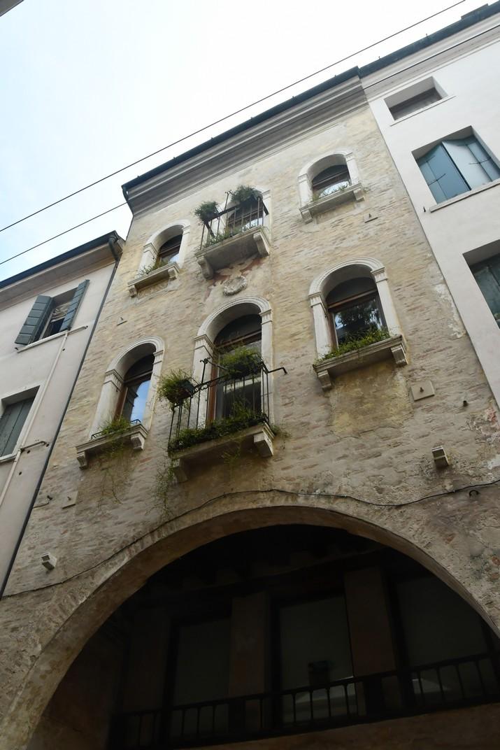 Edifici històric del carrer Calmaggiore de Treviso