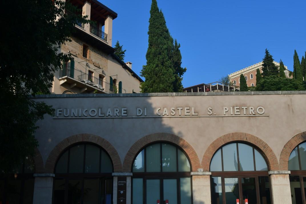 Entrada del funicular del Castell de Sant Pere de Verona