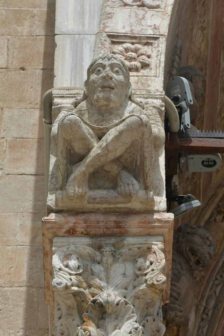 Escultura de l'atri major de la Catedral de Santa Maria Assumpta de Verona