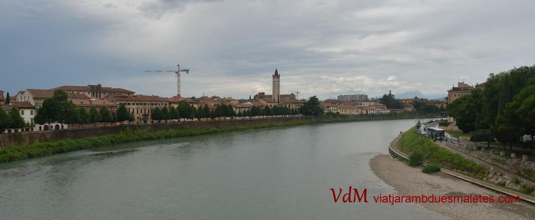 Esquerra del riu Adige des del pont de Castelvecchio de Verona