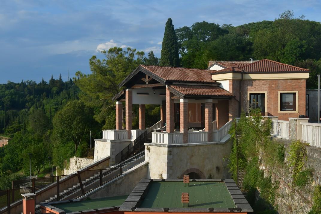 Estació del funicular del Castell de Sant Pere de Verona