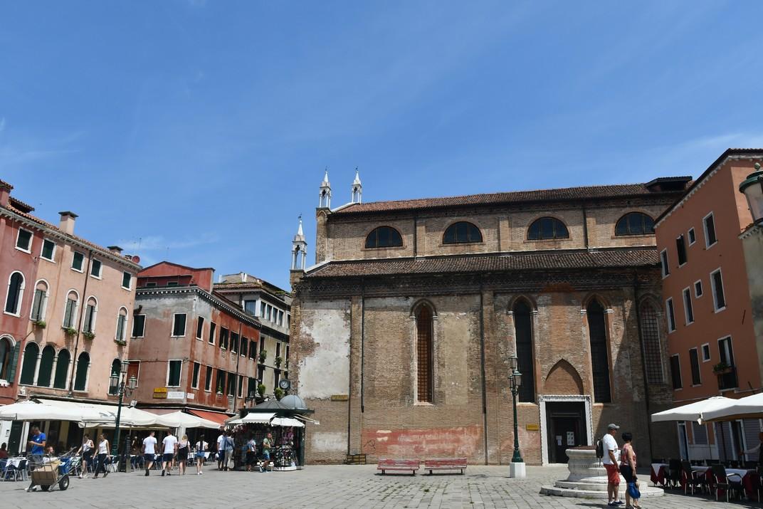 Exterior de l'església de Sant Esteve de Venècia