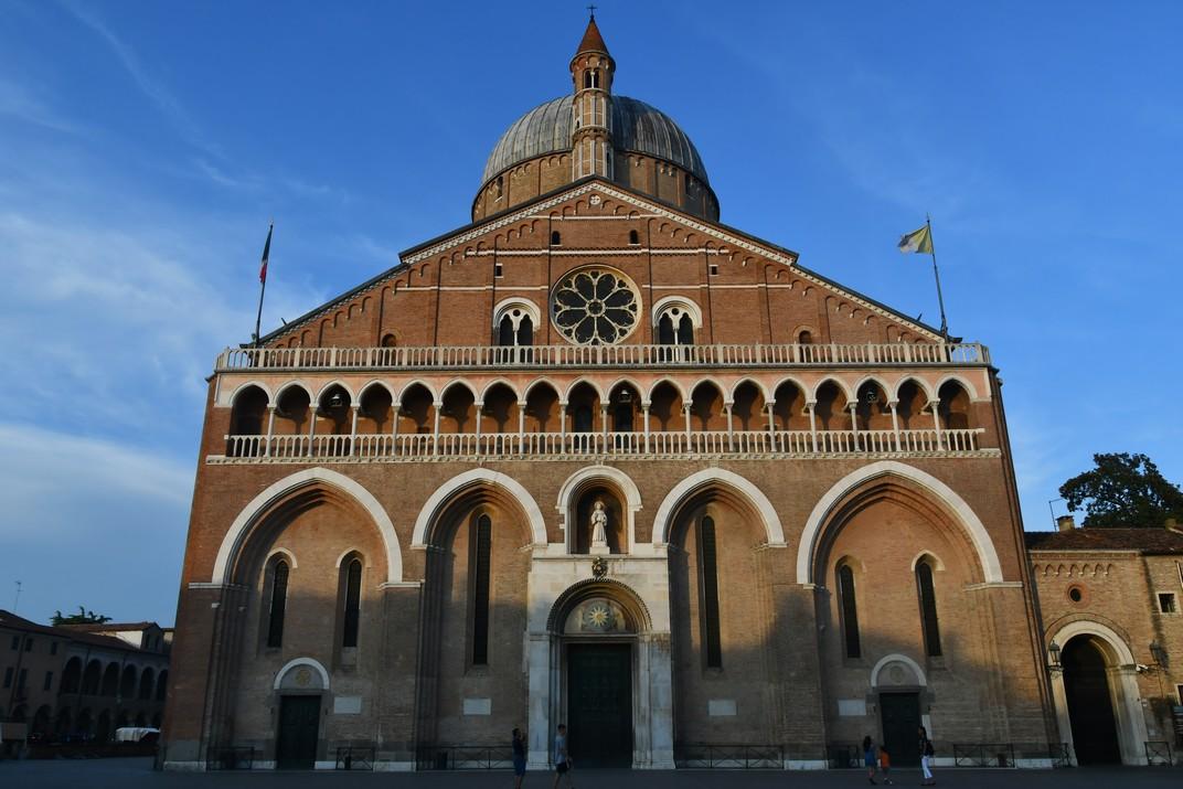 Façana de la Basílica de Sant Antoni de Pàdua