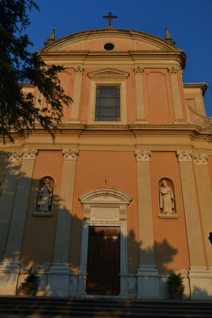 Façana de l'església de Sant Esteve de Malcesine de Garda