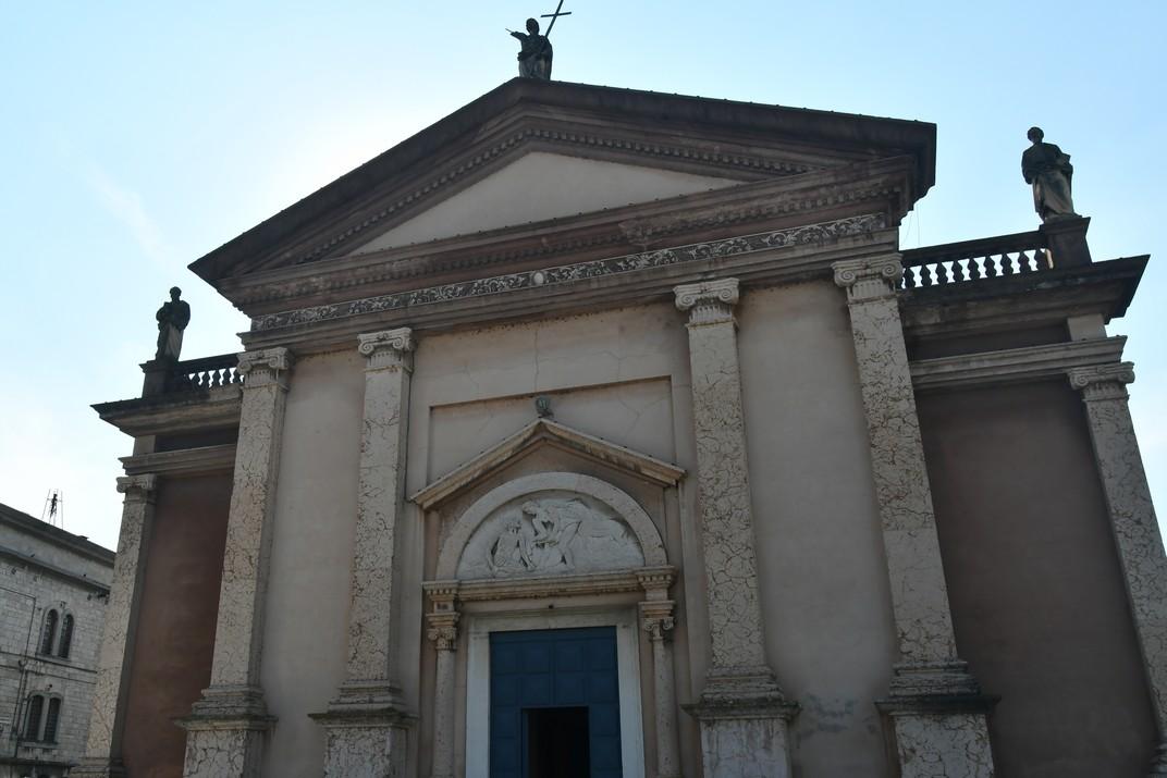 Façana de l'església de Sant Martí bisbe de Peschiera del Garda