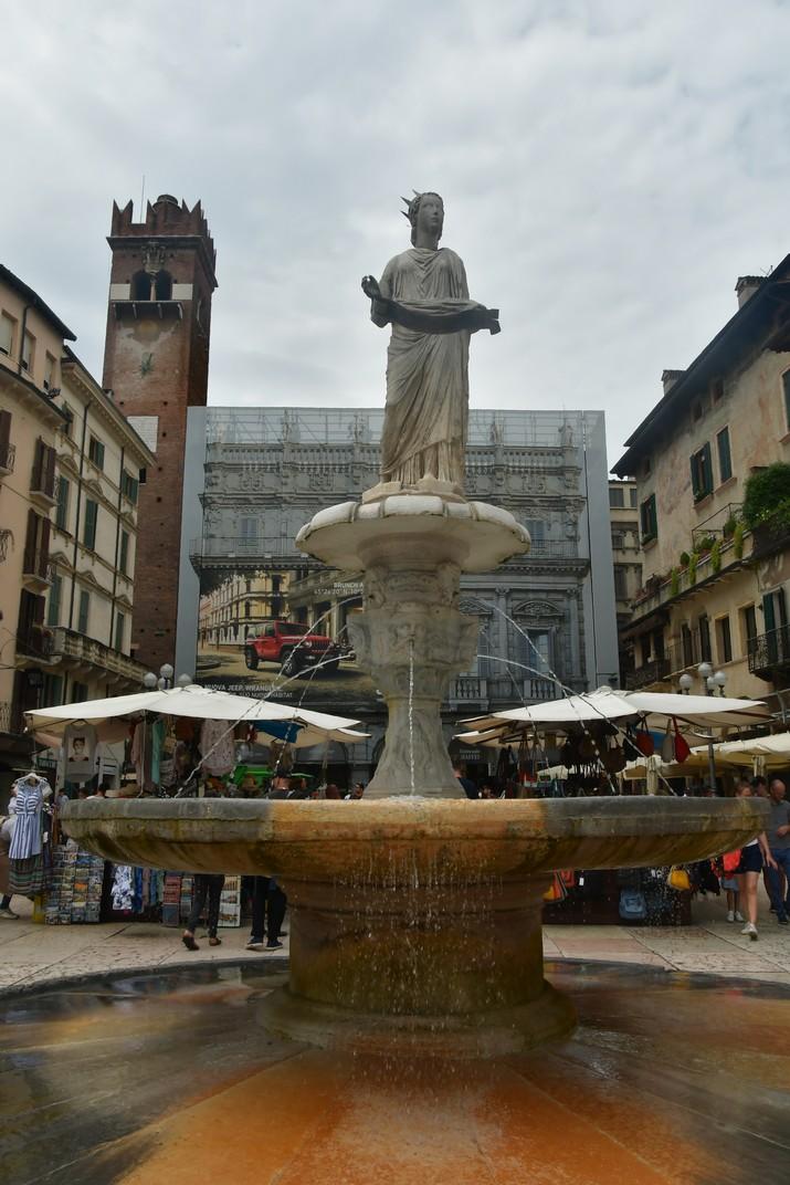 Font de la plaça Erbe de Verona