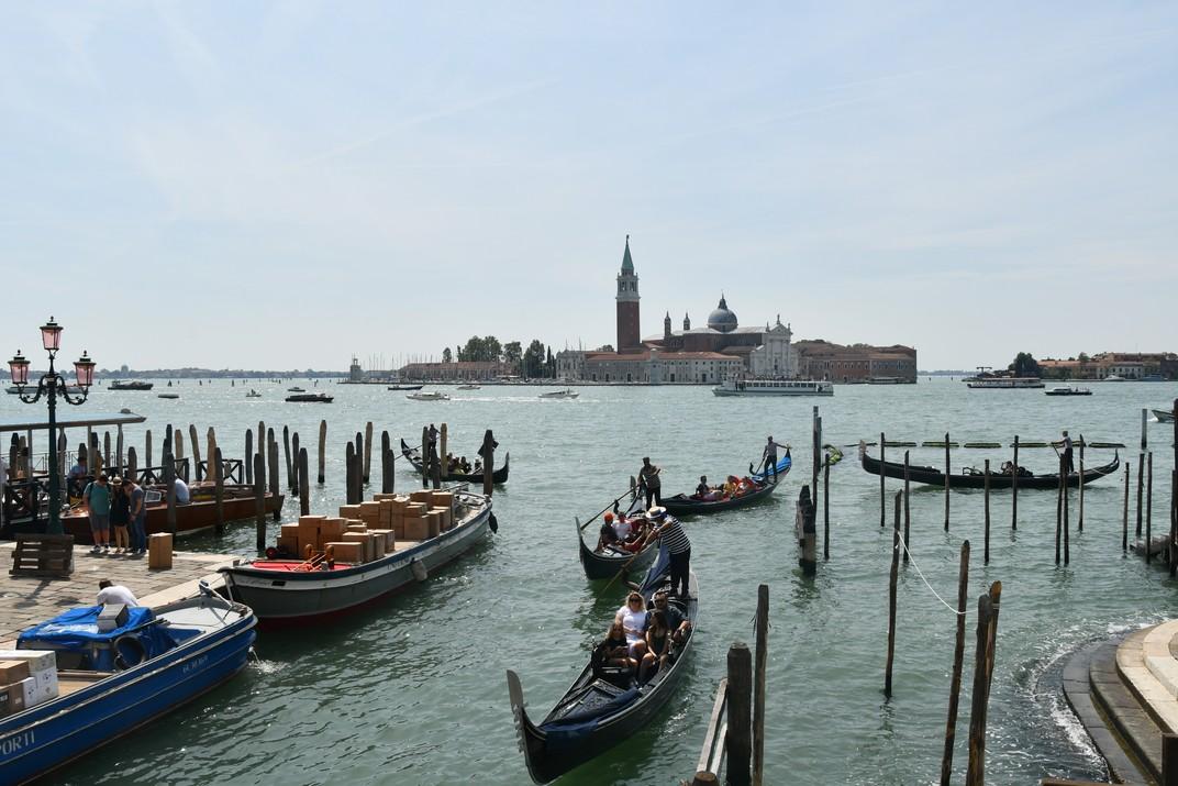 Góndoles de conca de San Marco i illa de San Giorgio Maggiore de Venècia