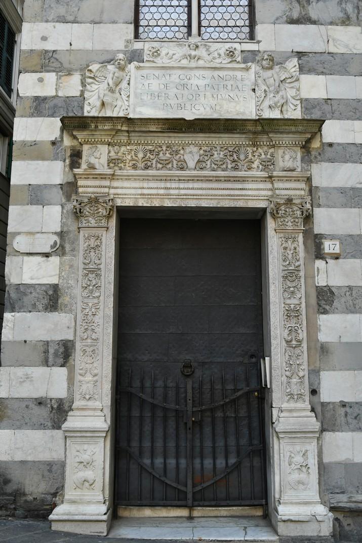 Inscripció a Andrea Doria coma Pare de la Pàtria del palau Lazzaro Doria de Gènova