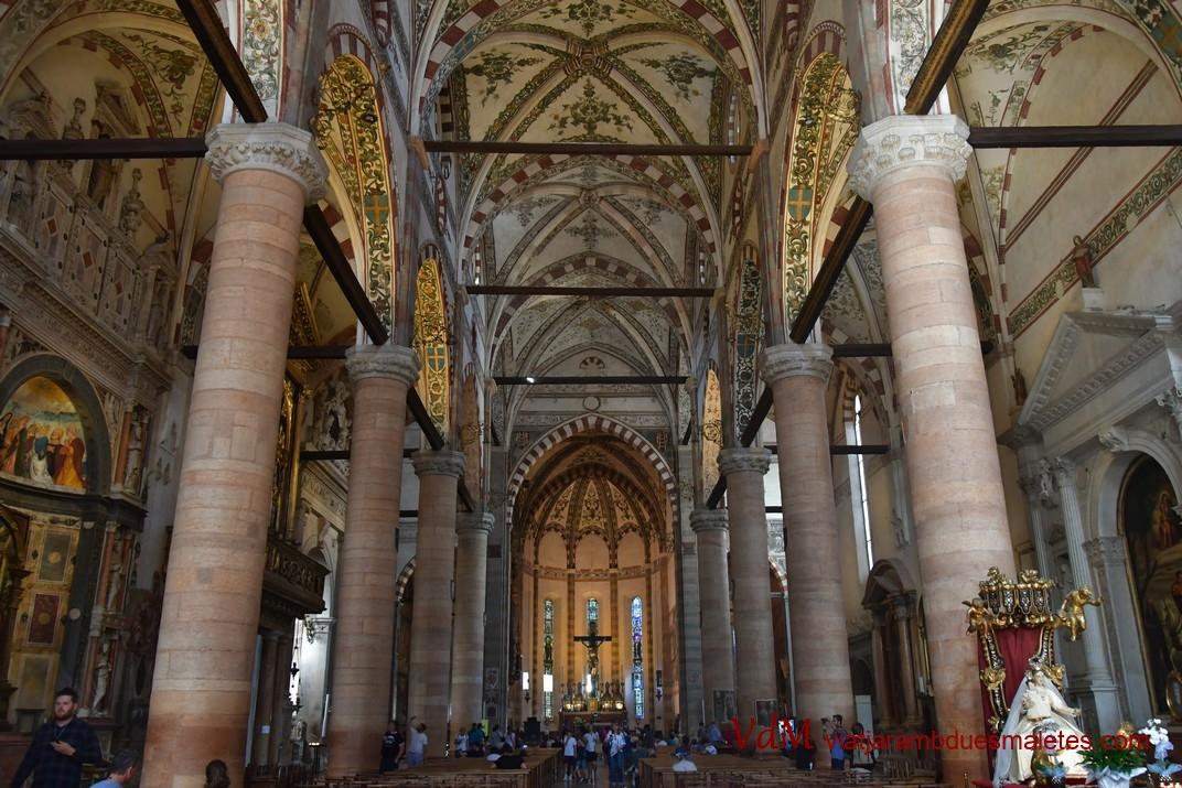 Interior de la basílica de Santa Anastàsia de Verona