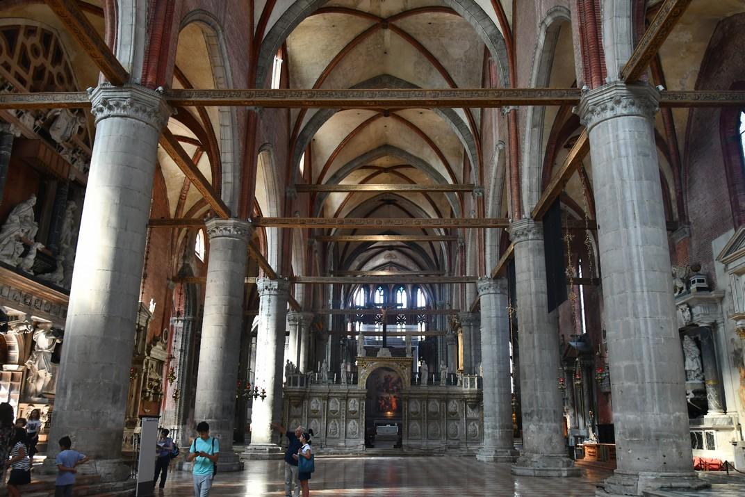 Interior de la basílica Santa Maria Gloriosa dels Frares de Venècia