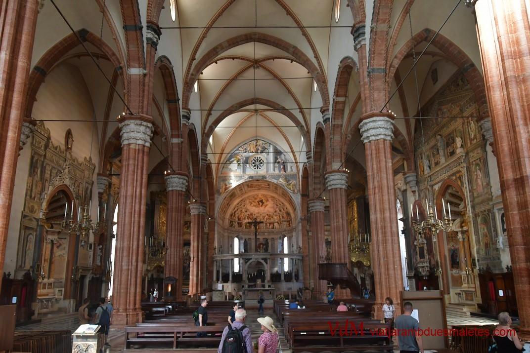 Interior de la Catedral de Santa Maria Assumpta de Verona