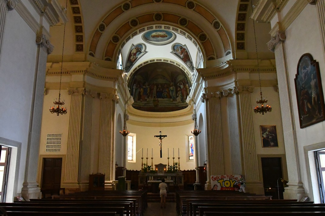 Interior de l'església de Sant Martí bisbe de Peschiera del Garda