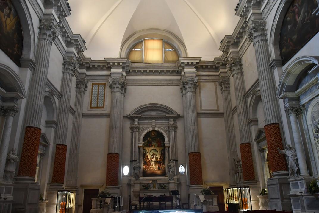 Interior de l'església de Sant Vidal de Venècia