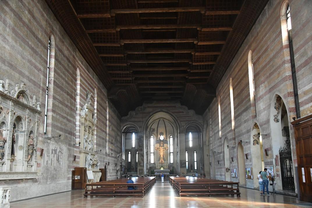 Interior de l'església dels Eremites de Pàdua