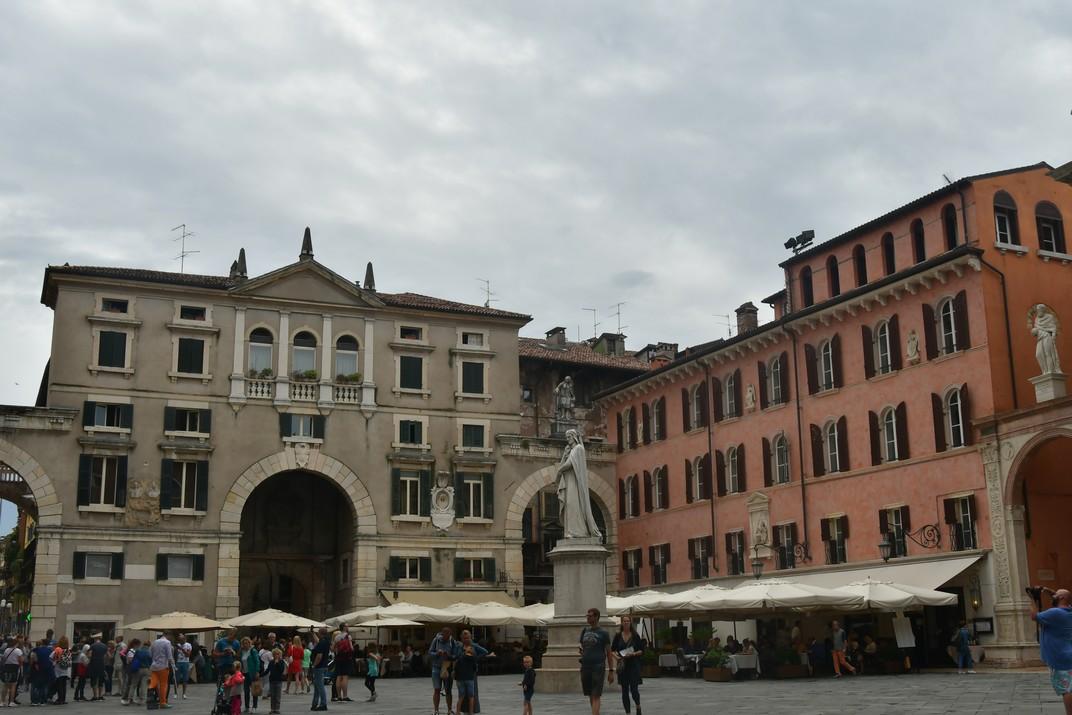 Monument a Dante de la plaça dels Signori de Verona