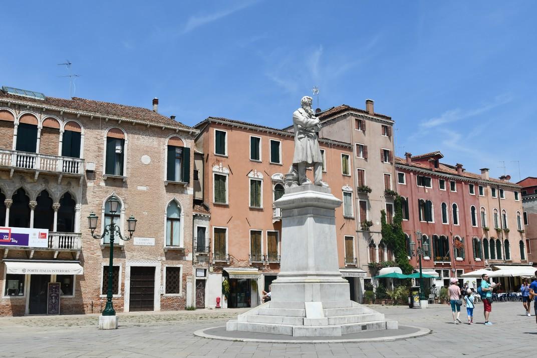 Monument a Niccolò Tommaseo del campo de San Stefano de Venècia