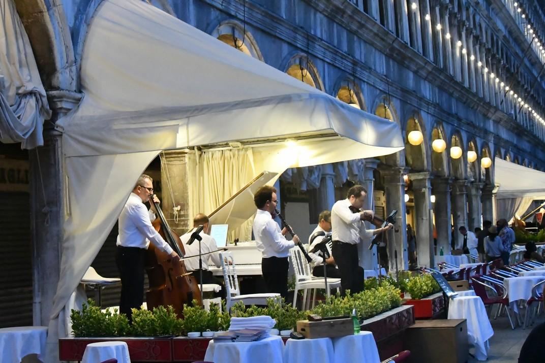 Músics del Cafè Quadri de la plaça de San Marco de Venècia